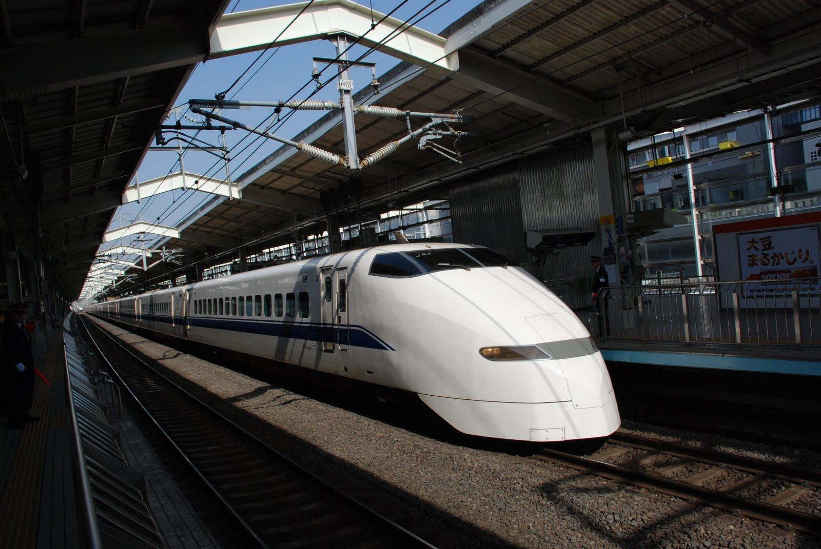 http://3.bp.blogspot.com/-R4sVm-LXRFQ/Tb2DdVdLvfI/AAAAAAAACME/tj3dpPX0r4k/s1600/white-bullet-train.jpg