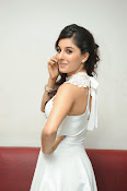 Isha Talwar Glamorous photos-thumbnail-20