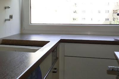 Küche Vanilla Arbeitsplatten Nussbaum, dunkle Arbeitsplatten zu heller Küche,Arbeitsplatten für Küche München, Stauraumerweiterung für kleine Küche, kleine Küche mehr Stauraum, Unterschränke Küche ergänzen