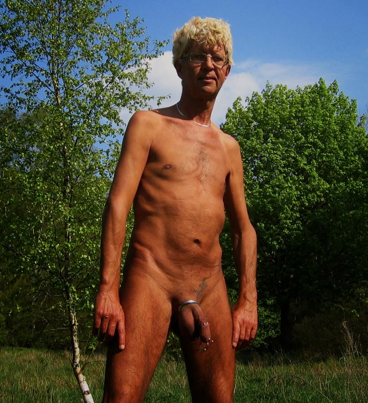 pornostar männer nude in public