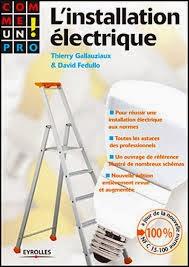 Comme.un.Pro-L.Installation.electrique.pdf      Pour réaliser ou rénover soi-même son installation électrique ou bien confier les travaux à un professionnel tout en étant informé de ce qui se fait de mieux dans le domaine, cet ouvrage vous aide à concevoir et à réaliser une installation adaptée à vos besoins, sans danger pour les utilisateurs.  Votre installation électrique en toute sécurité. Comme tous les équipements, les installations électriques vieillissent les isolants se détériorent, les fils se dénudent... cela peut entraîner des courts-circuits et des accidents domestiques plus ou moins graves. Qu'il s'agisse de rénovation, d'aménagement d'appartement ou de maison individuelle ou du remplacement d'une installation existante, les travaux que vous allez entreprendre doivent répondre à des règles de sécurité très précises concernant le matériel utilisé et sa mise en ?uvre.  Les techniques des professionnels expliquées pas à pas. Après un bref rappel des notions élémentaires d'électricité et des normes à respecter, vous apprendrez à déterminer vos besoins : choix de l'abonnement, choix de la distribution... Lors de la phase d'installation, vous serez guidé pas à pas pour les différents types de pose et de montage. De plus, vous découvrirez les nombreuses solutions de confort électrique, du chauffage par le sol aux commandes par courant porteur, du branchement des équipements : hi-fi, nouvelles prises de communication RJ 45, solutions domotiques, ordinateurs, électroménager   Telecharger Gratuit
