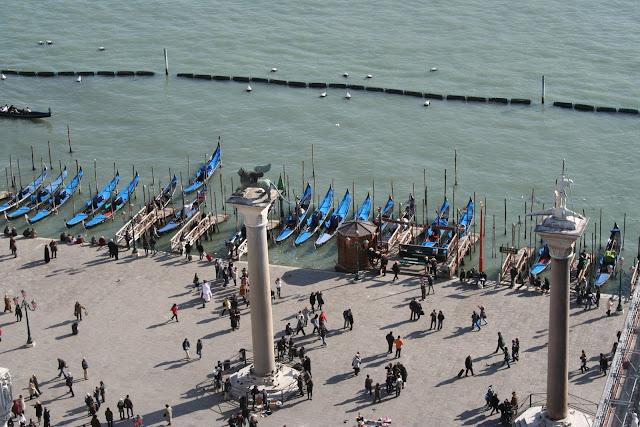 Стоянка гондол близ дворца Дожей - Венеция