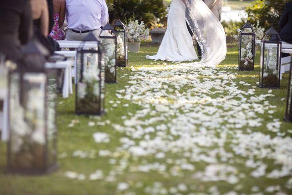 Los pétalos, un pequeño detalle perfecto para las bodas