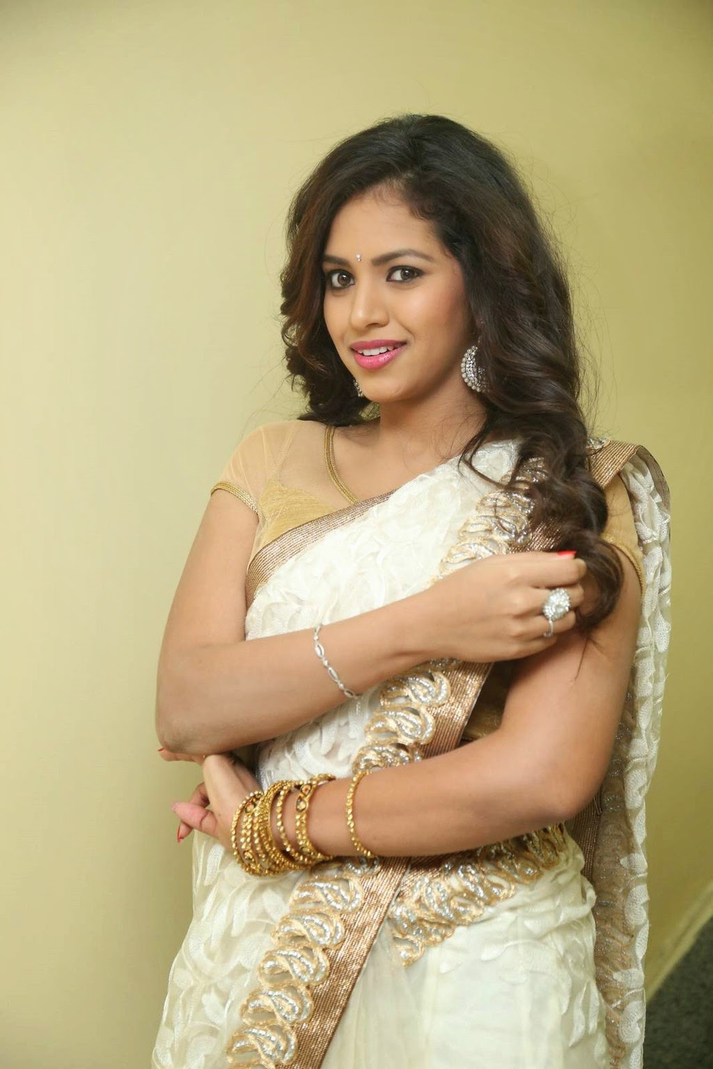 gowthami chowdary glamorous in saree-HQ-Photo-20