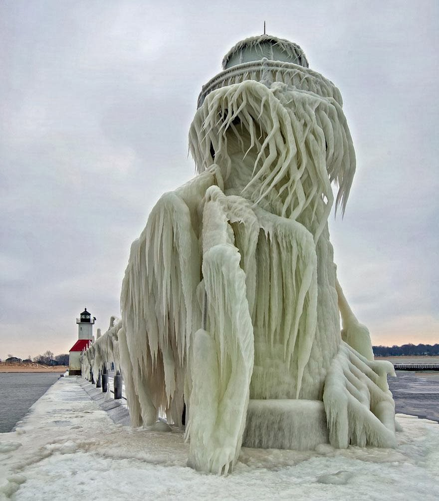 Pemandangan Indah Rumah Api St Joseph Pier di Pantai Tasik Michigan