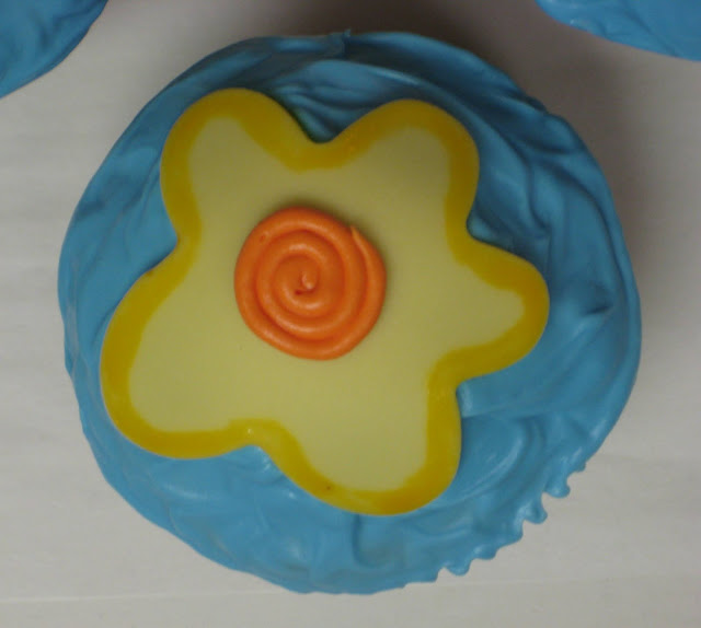 Funky Flower Cupcakes - Close-Up of Single Cupcake
