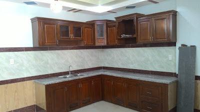 Tủ bếp được làm bằng gỗ