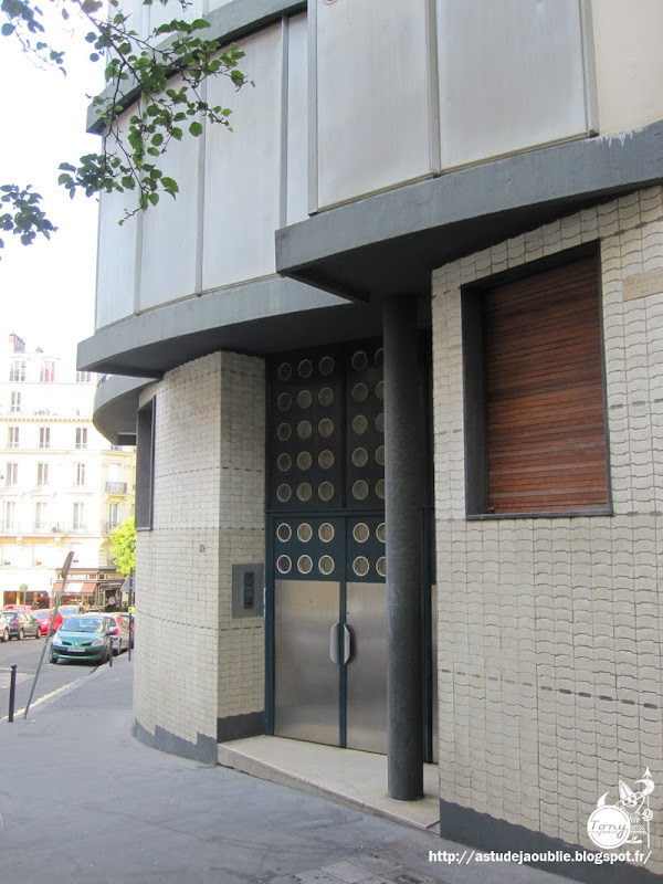 Paris 5ème - Immeuble, rue Jean de Beauvais  Architecte: Jean Le Couteur  Ingénieur: Jean Prouvé  Construction: 1954