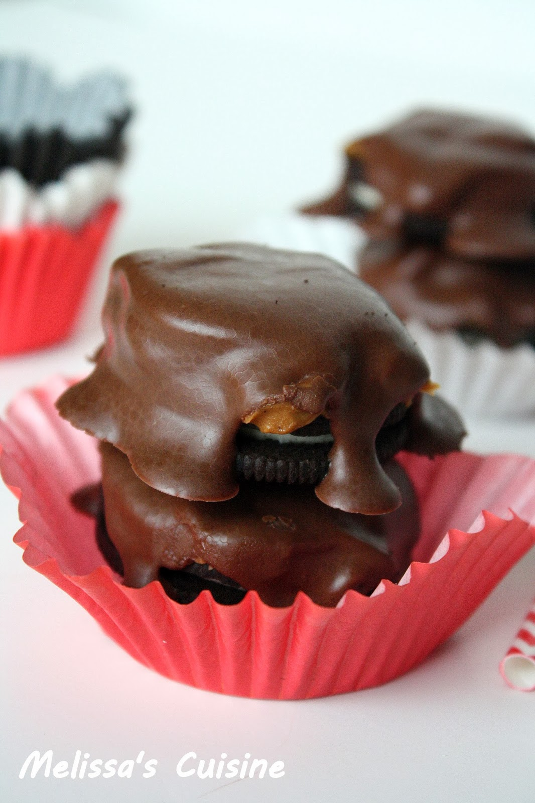Melissa's Cuisine: Chocolate Covered Biscoff Oreos