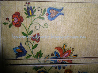 Cajonera decoupage con servilleta imitación bordado