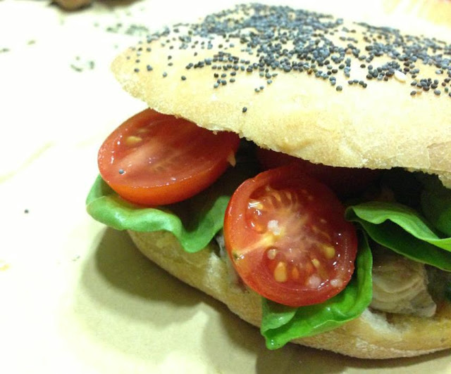 focaccina semi integrale farcita con sgombro e verdure