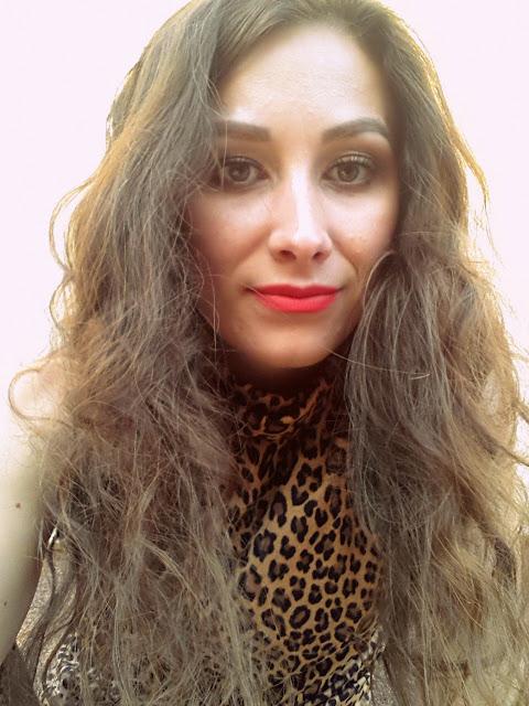 nawilżone i lśniące włosy
