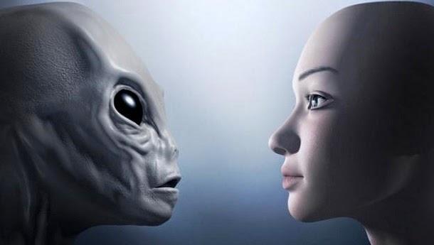 Antiga executiva do Banco Mundial afirma que alienígenas controlam o mundo