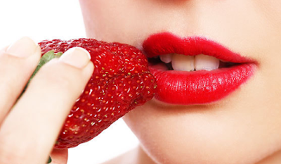 Cara Mengatasi Bibir Kering dan Hitam