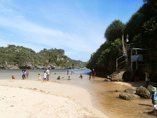 Liburan ke Jogja pantai baron beach drini