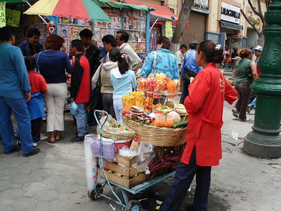 puesto de venta de fruta callejero