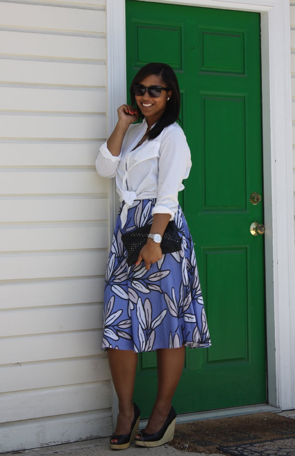 http://3.bp.blogspot.com/-R74birU1cLw/TbdTGhwF2rI/AAAAAAAAAhM/0EtsAJHB1m8/s1600/green+door+full+smiling.jpg