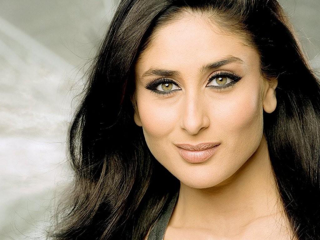 Girl Of Sexy Kareena Kapoor Wallpapers