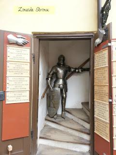 castelul-praga-ulita-de-aur-muzeul-armelor-medievale-1
