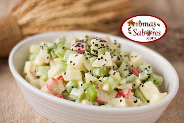 Salada de kani com maçã e aipo