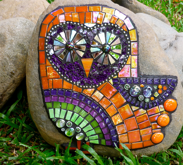 Myblog 20 owl mosaics for Mosaic designs garden