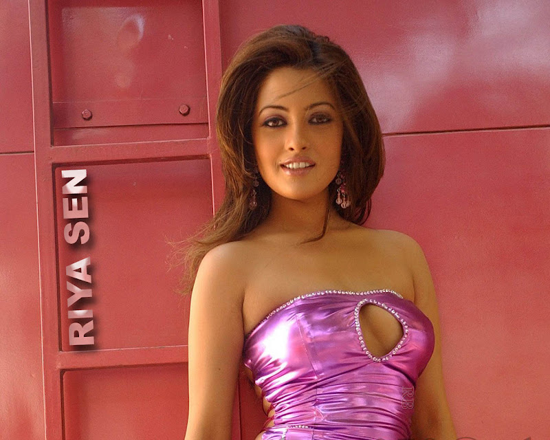  - Riya sen hot Pics in Pink Dress