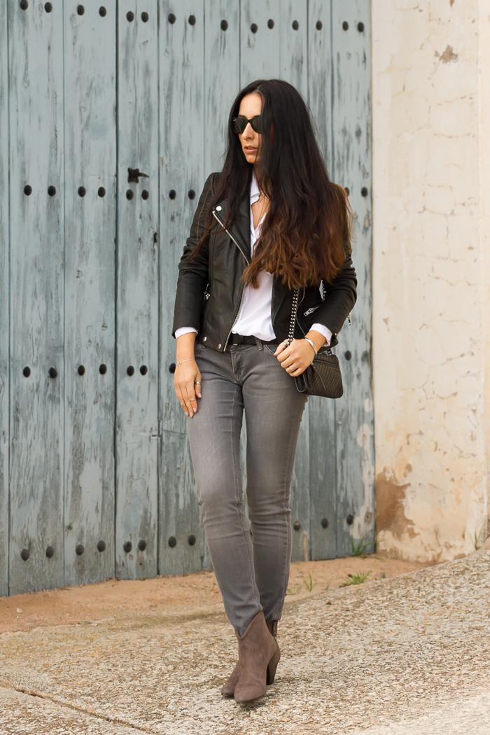 Look con chaqueta perfecto de cuero negro de Muubaa jeans Meltin Pot