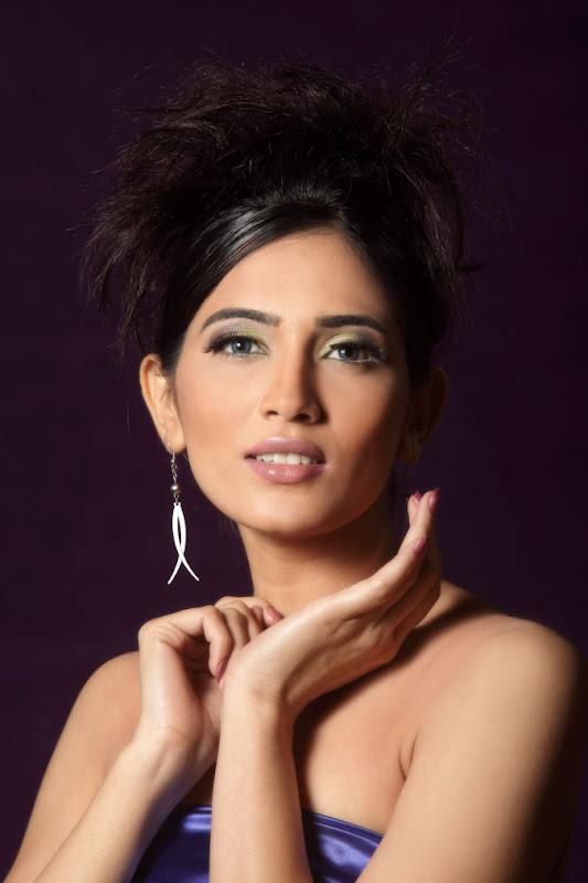 Actress Mythriya Gallery glamour images