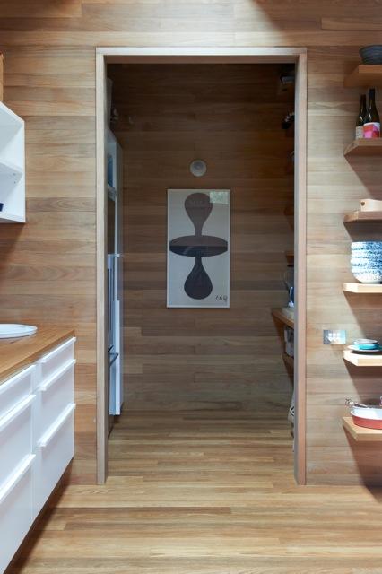 Una cocina con suelos techos y paredes de madera blog for Paredes en madera