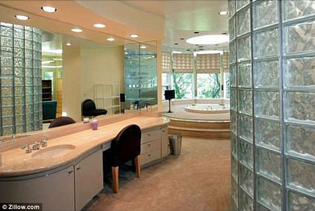 Hollywood0nlinetv whitney houston 39 s 2 million dollar home for House bathroom photos