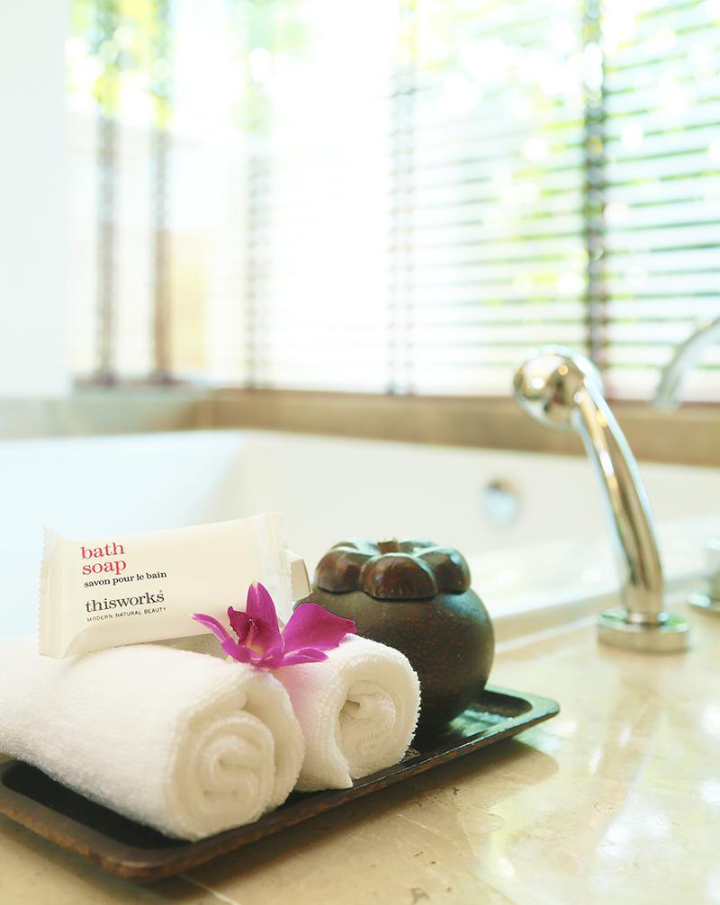 Radisson Blu Plaza Phuket hotel bathtub in villa room