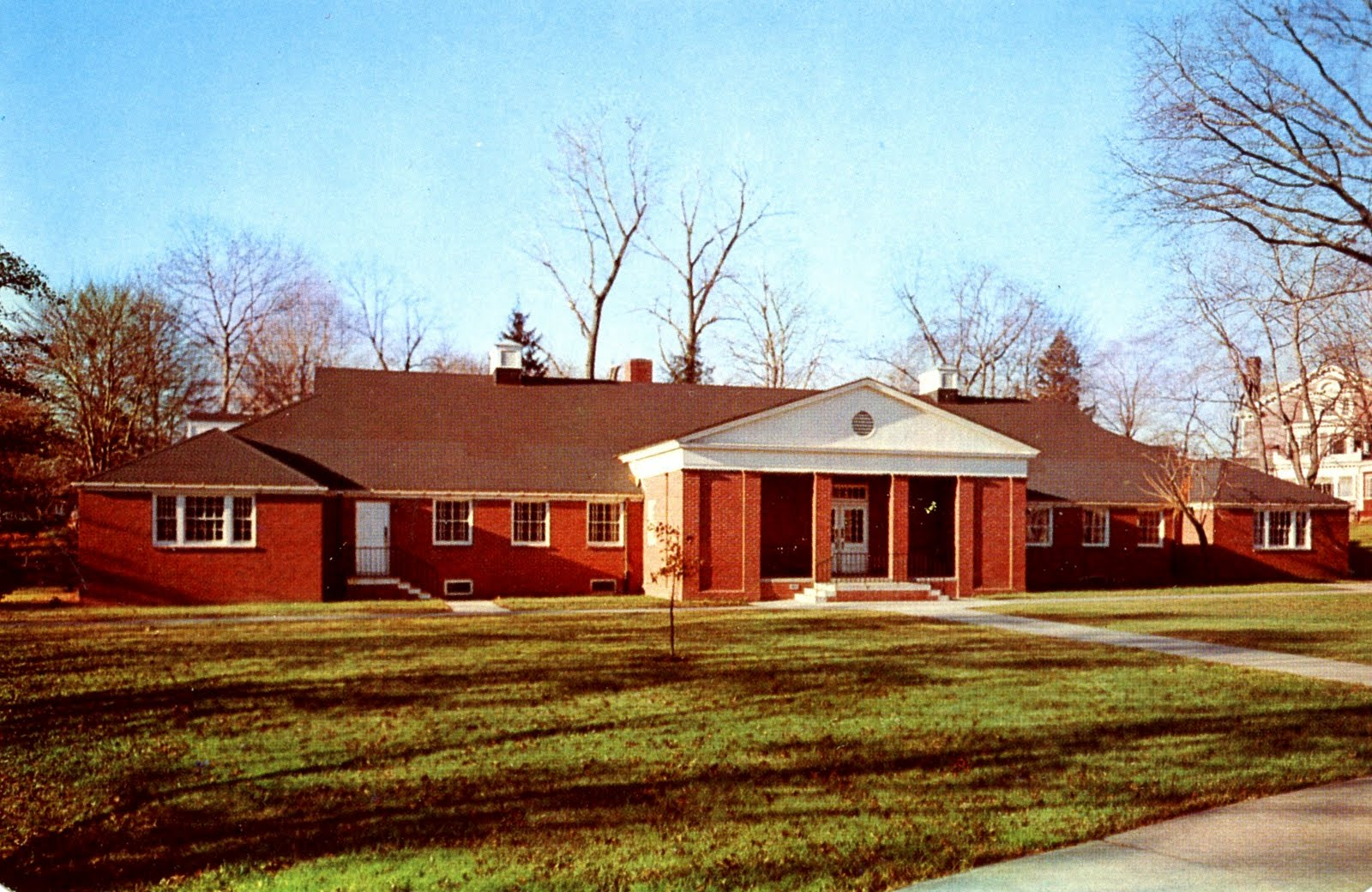 ... : Library, Fairleigh Dickinson University, Teaneck, New Jersey: http://librarypostcards.blogspot.com/2011/11/library-fairleigh-dickinson-university.html