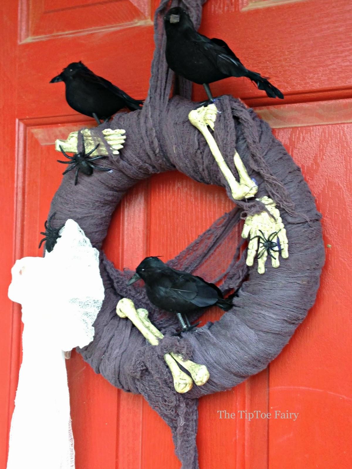 Diy halloween wreath - Creepy Crows And Bones Halloween Wreath The Tiptoe Fairy Halloweendecorations Halloween Wreathtutorial