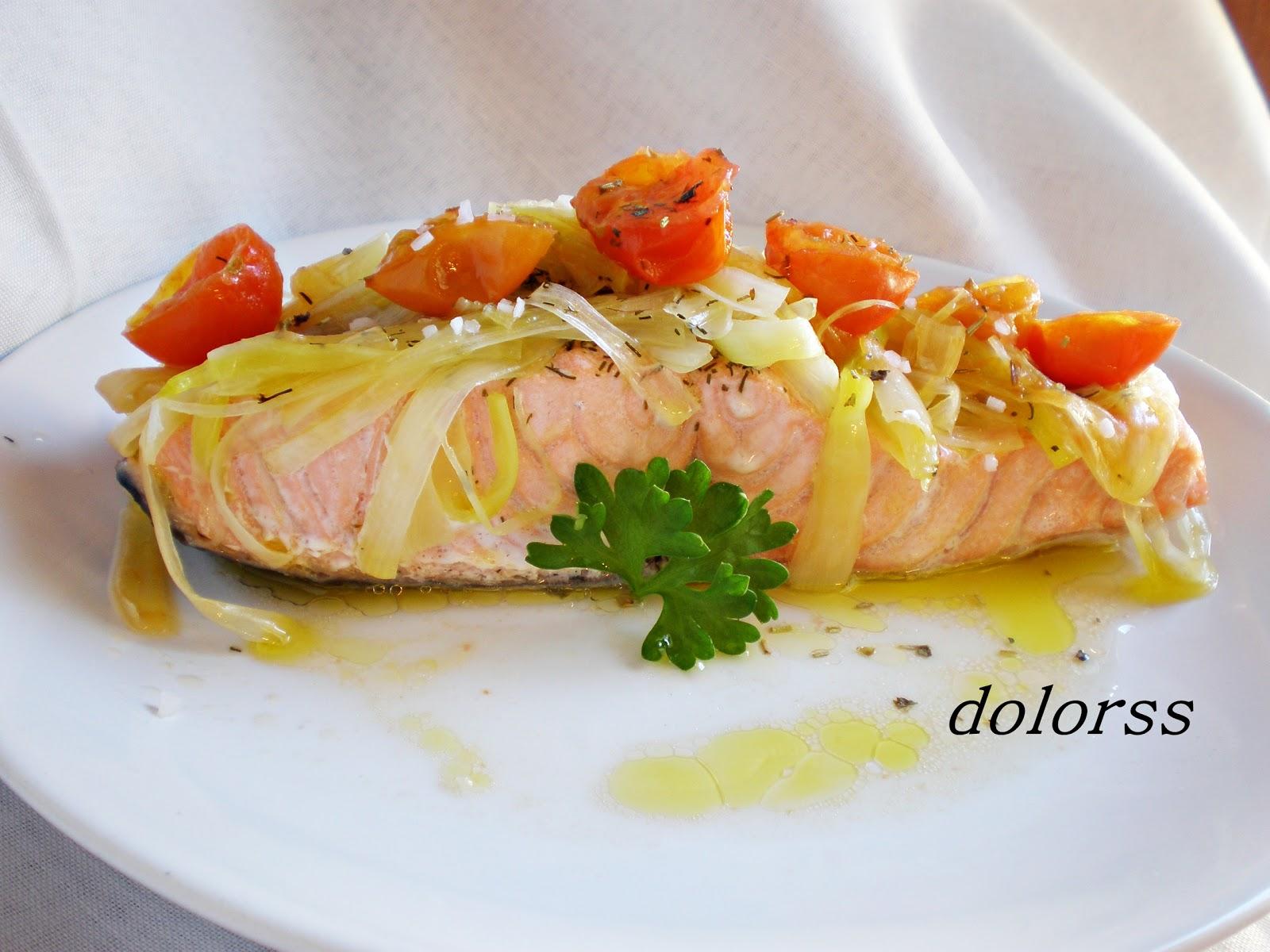 http://blogdecuina.blogspot.com.es/2008/03/salmn-con-puerro-y-tomates-cherry-micro.html