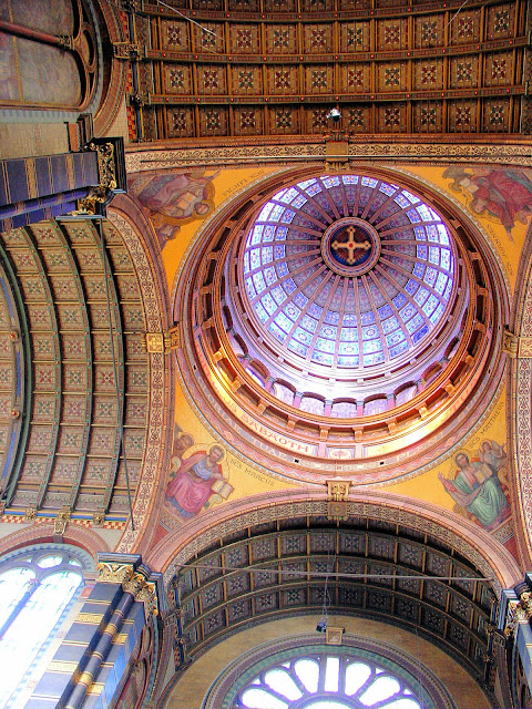 Highly ornate interior of the dome rises 190 feet toward the heavens.