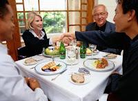 Errores que debes evitar en un almuerzo de negocios
