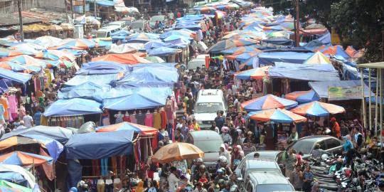 Pemilik Lapak Tanah Abang mengganggu pengguna jalan raya