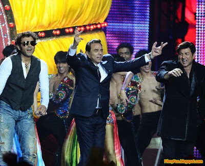 Bobby Deol and Sunny Deol perform with their father Dharmendra at the IIFA Awards night in Toronto_FilmyFun.blogspot.com