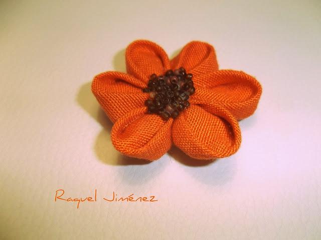 Broche naranja kanzashi