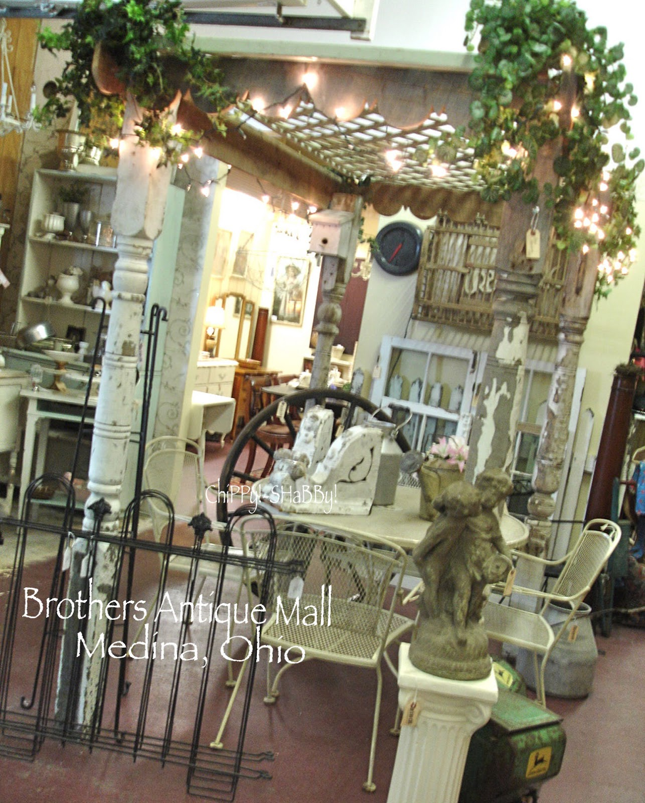 chippy shabby shabby shopping o h i o brother 39 s antique mall in medina. Black Bedroom Furniture Sets. Home Design Ideas