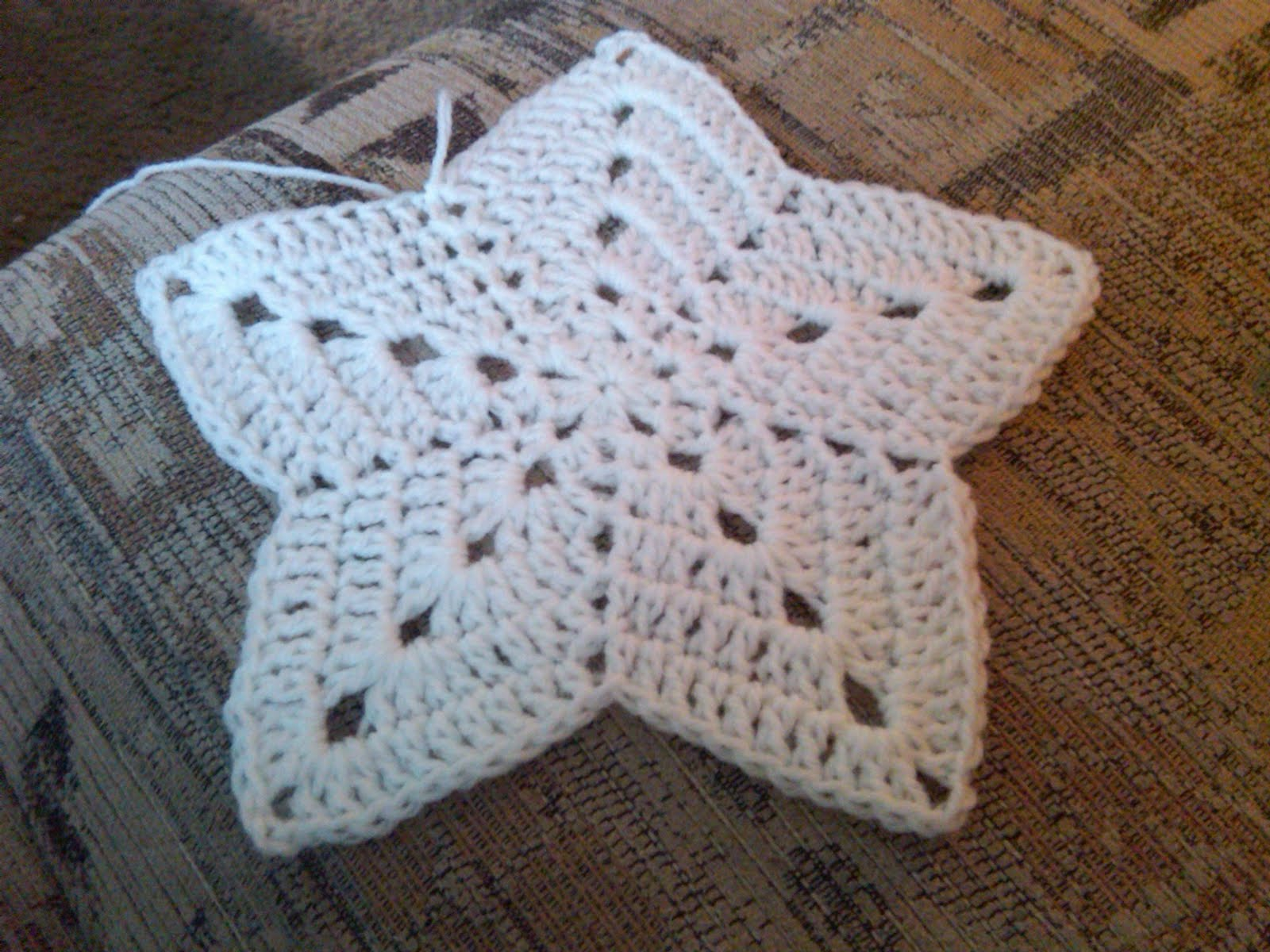 Crocheting Pronunciation : Crocheted 5 Point Star Pattern Crochet Patterns Caroldoey