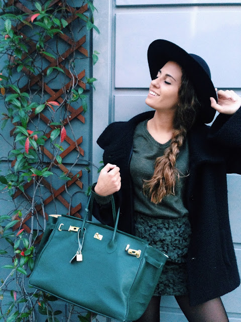 outfit si toni del verde e amato cappello, amsterdam, ricordi di amsterdam, outfit of the day, ootd, outfit fashion blogger, fashion need valentina rago, ricordo amsterdam cappello souvernir, ricordi, outfit of the day