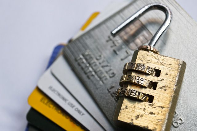 Как защитить кредитку от взлома: простые советы