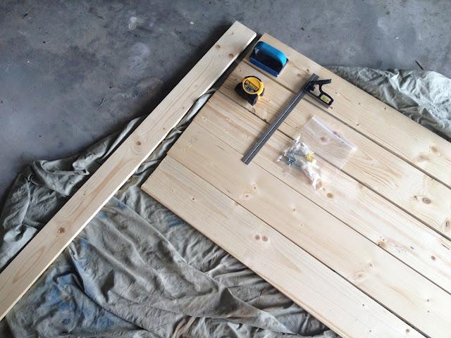 Diy simple cheap shabby chic headboard overthrow martha for Cheap wooden headboards