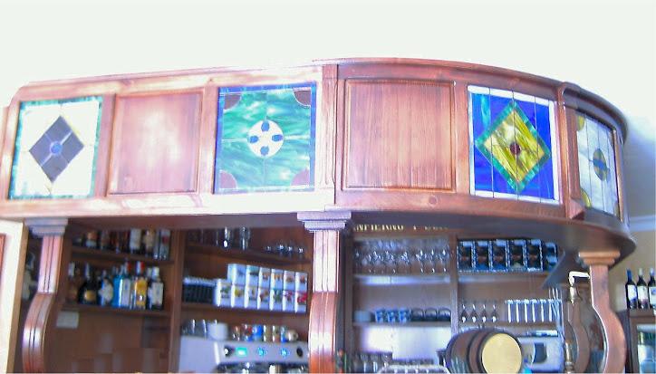 Vidrieras en el Café de Cuba en Almuñecar (Granada)