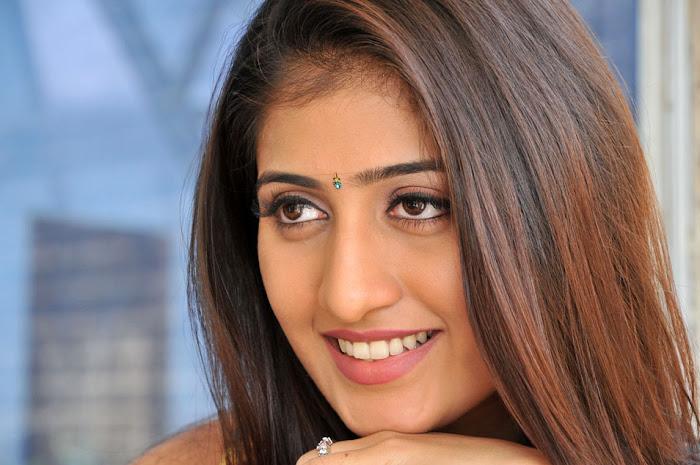 anisha singh from ayyare movie, anisha unseen pics