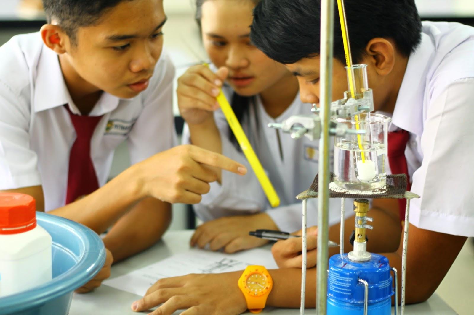 4 Aktiviti Menarik Panitia Kimia Sempena Bulan Sains dan Matematik Explorace Kimia