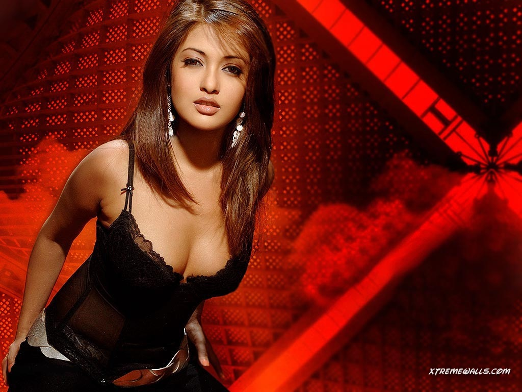 Hot actress pics: Riya Sen