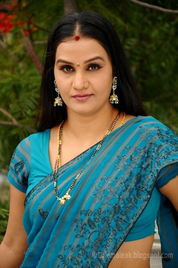 Indian Garam Masala: Actress Apoorva in Hot Saree Photos