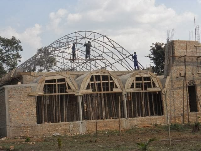 Ο Ναός του Αγίου Σπυρίδωνος στο Λουγκουζί  της Ουγκάντας συνεχίζεται